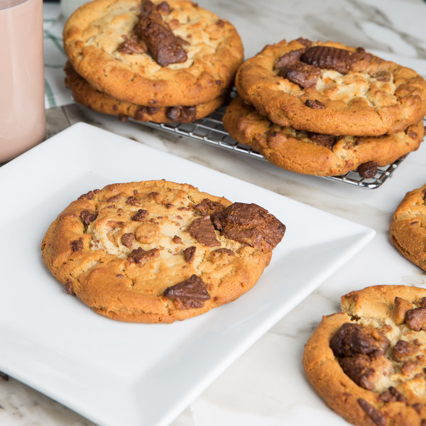David's Cookies 4.5 oz. Preformed Reese's® Peanut Butter Cup Cookie Dough - 22.5 lb.