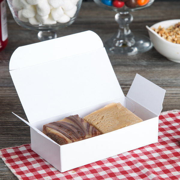 Baker's Mark 1/4 lb. White 1-Piece Auto-Popup Candy Box - 25/Pack