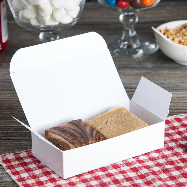 Baker's Mark 1/4 lb. White 1-Piece Auto-Popup Candy Box - 250/Case