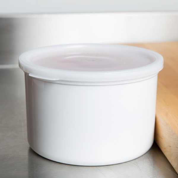 Cambro CP15148 1.5 Qt. White Round Crock with Lid