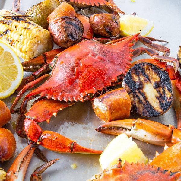 "Linton's Seafood 6 1/2"" Non-Seasoned Steamed Jumbo Maryland Blue Crabs - 60/Case Main Image 4"