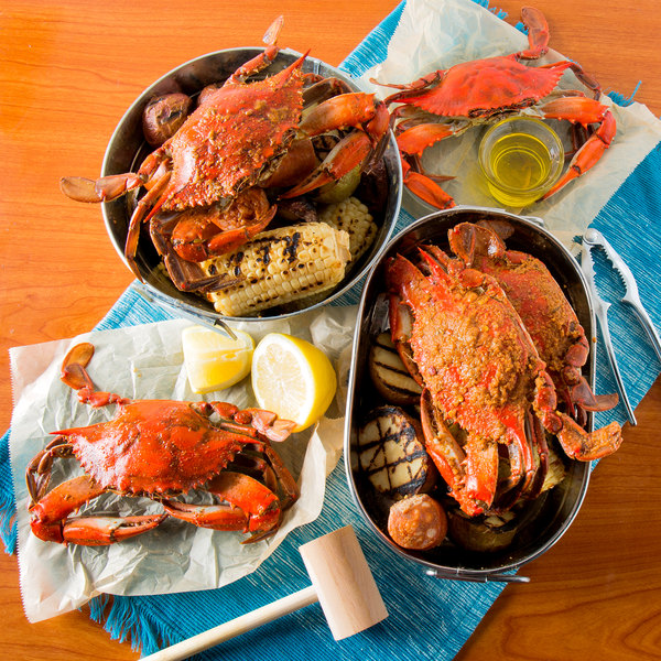 """Linton's Seafood 5 3/4"""" Lightly Seasoned Steamed Large Maryland Blue Crabs - 72/Case"""