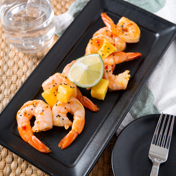 Linton's 1 lb. 21/25 Size Wild-Caught Peeled and Deveined Tail-On Cooked Jumbo Shrimp Main Image 3