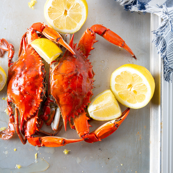 """Linton's Seafood 5 3/4"""" Non-Seasoned Steamed Large Maryland Blue Crabs - 12/Case"""