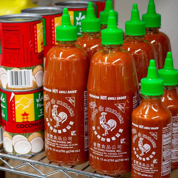 Huy Fong 28 oz. Sriracha Hot Chili Sauce - 12/Case Main Image 2