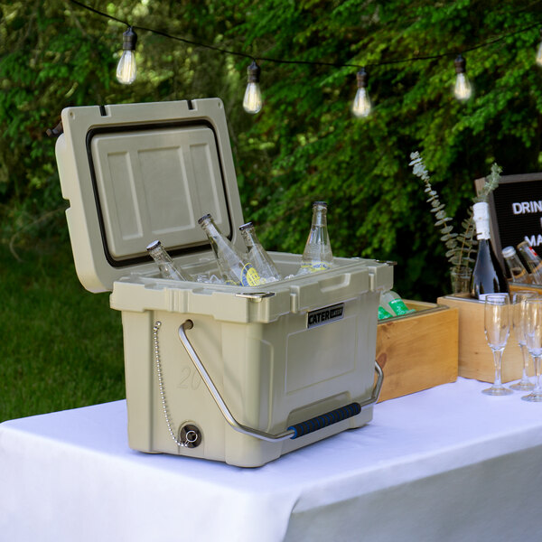 CaterGator CG20TAN Tan 20 Qt. Rotomolded Extreme Outdoor Cooler / Ice Chest Main Image 4
