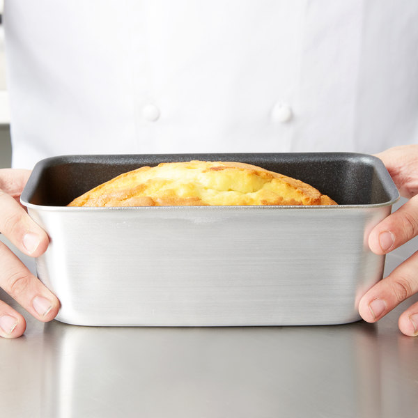 """Vollrath S5433 Wear-Ever 3 lb. Seamless Non-Stick Aluminum Bread Loaf Pan - 8 1/2"""" x 4 1/4"""" x 3 1/8"""" Main Image 3"""