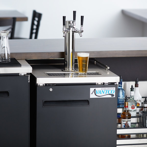 Avantco UDD-1-HC Triple Tap Kegerator Beer Dispenser - Black, (1) 1/2 Keg  Capacity