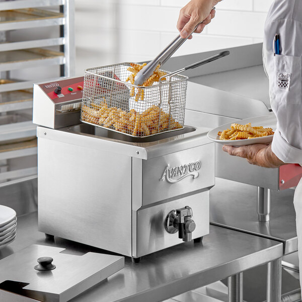 Avantco F200 15 lb. Medium-Duty Electric Countertop Fryer - 208/240V, 2700/3600W Main Image 4
