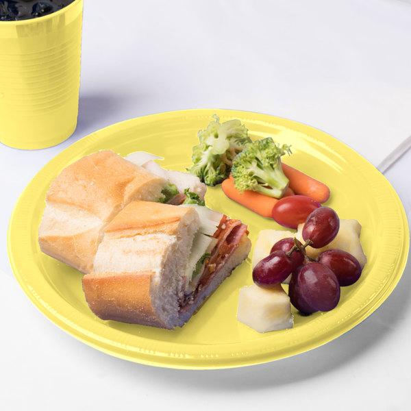 "Creative Converting 28102031 10"" Mimosa Yellow Plastic Plate - 20/Pack"