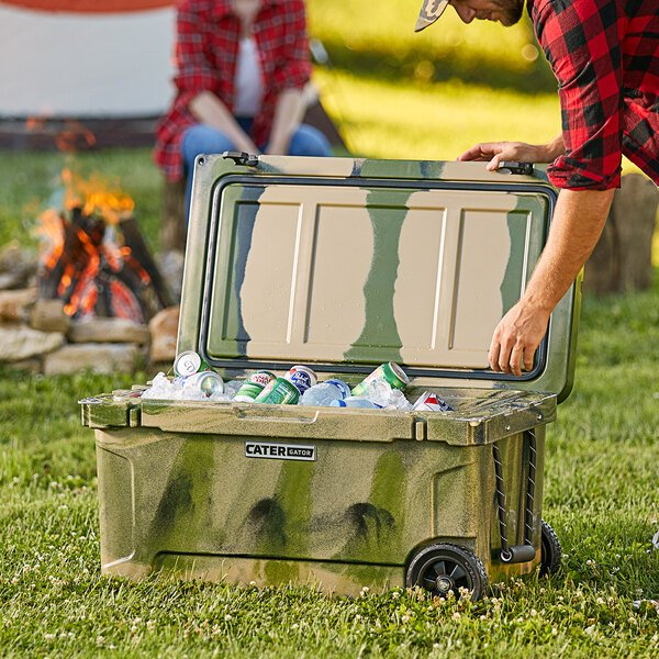 CaterGator CG65CAMOW Camouflage 65 Qt. Mobile Rotomolded Extreme Outdoor Cooler / Ice Chest Main Image 6