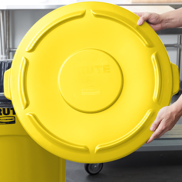 Rubbermaid FG265400YEL BRUTE Yellow 55 Gallon Trash Can Lid Main Image 6