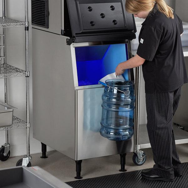 "Avantco Ice BIN23022 22"" Ice Storage Bin - 275 lb. Main Image 6"