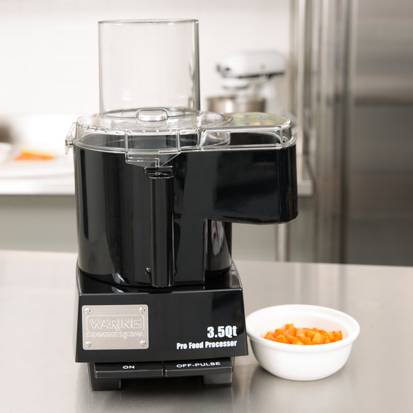 Waring WFP14SC Combination Food Processor with 3.5 Qt. Clear Bowl, Continuous Feed & 3 Discs - 1 hp Main Image 4