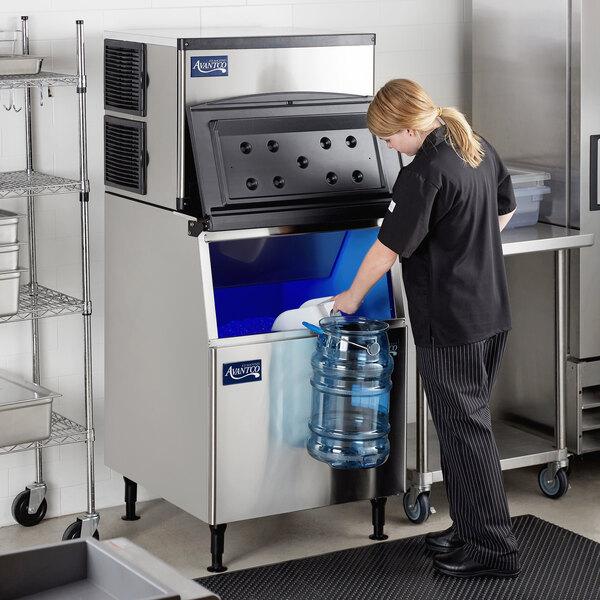 "Avantco Ice KMC-500-B3F 30"" Air Cooled Modular Full Cube Ice Machine with Bin - 497 lb. Main Image 7"