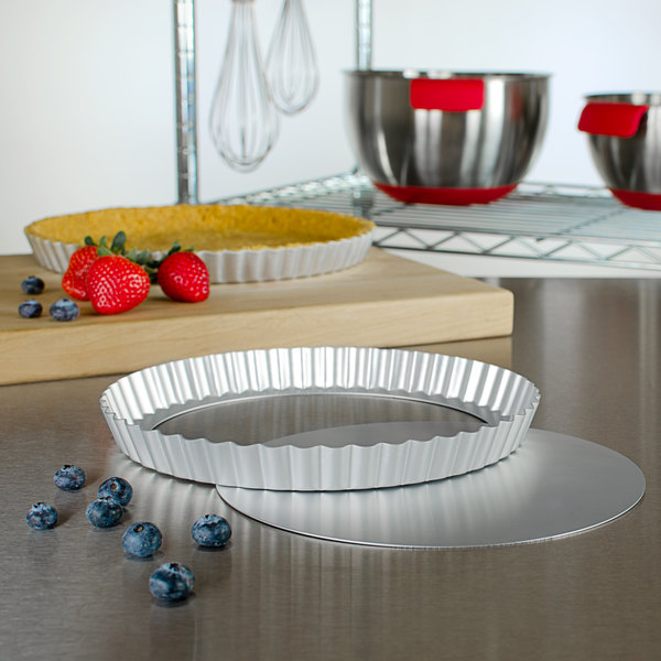 """Fat Daddio's PFT-95 ProSeries 9 1/2"""" x 1"""" Round Anodized Aluminum Fluted Tart / Quiche Pan with Removable Bottom Main Image 3"""