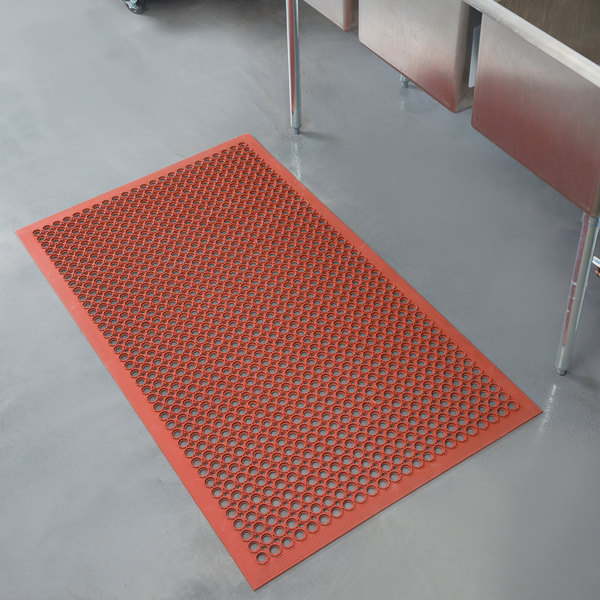 "Notrax 755-101 T30 Competitor 3' x 5' Red Grease-Resistant Rubber Floor Mat with Bevel Edge - 1/2"" Thick"