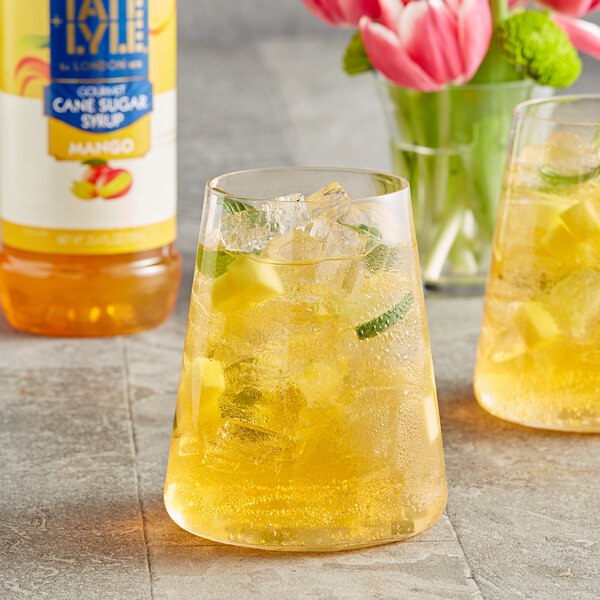 Tate and Lyle 750 mL Mango Flavoring Syrup Main Image 2