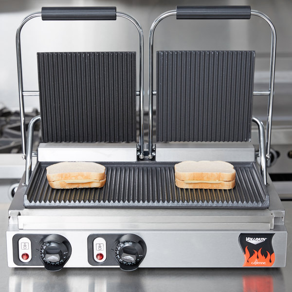 """Vollrath 40795 Dual Grooved Top & Bottom Panini Sandwich Grill - 19"""" x 9 1/8"""" Cooking Surface - 220V, 3080W"""