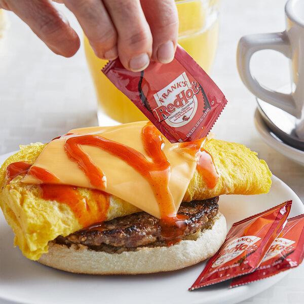 Frank's RedHot 7 Gram Original Cayenne Pepper Hot Sauce Packets - 200/Case Main Image 4
