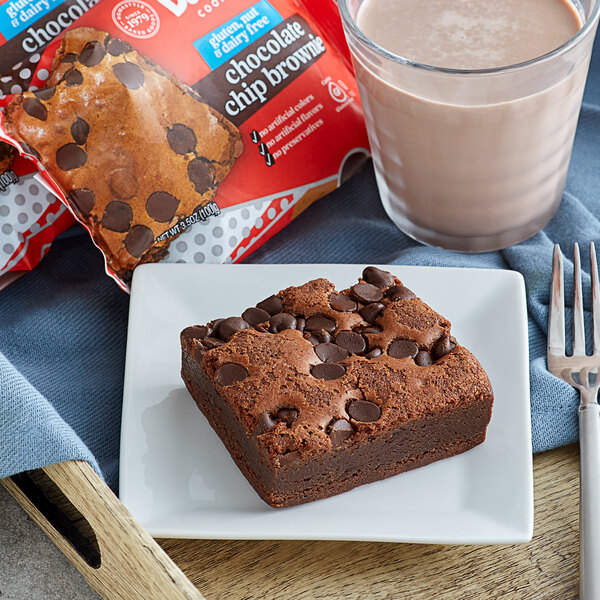 David's Cookies Gluten-Free Individually Wrapped Thaw N'Sell 3.5 oz. Chocolate Chip Brownie Bars - 48/Case Main Image 3