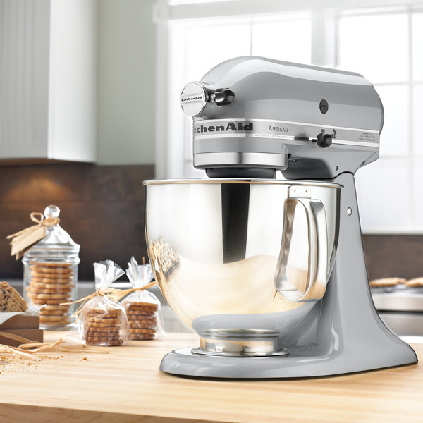Superbe KitchenAid KSM150PSMC Metallic Chrome Artisan Series 5 Qt. Countertop Mixer