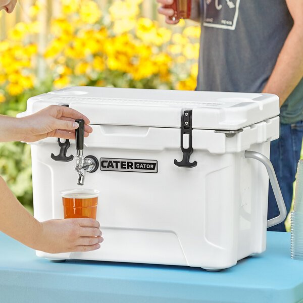 CaterGator JB20WH White 1 Faucet 21 Qt. Insulated Jockey Box with 50 ft. Coil Main Image 5