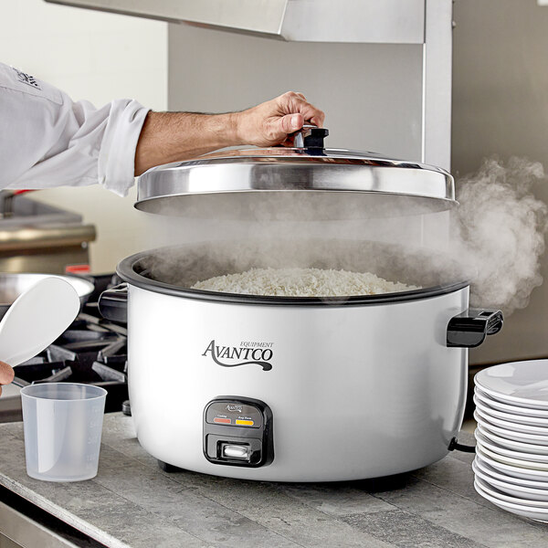 Avantco RCA124 124 Cup (62 Cup Raw) Electric Rice Cooker / Warmer - 220/240V, 3000W Main Image 4