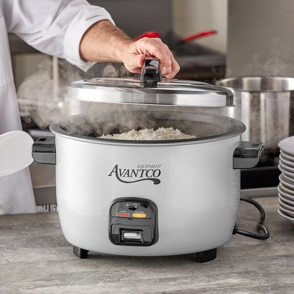 Avantco RCA46 46 Cup (23 Cup Raw) Electric Rice Cooker / Warmer - 120V, 1550W Main Image 4