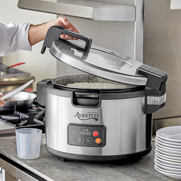 Avantco RCSA90 90 Cup (45 Cup Raw) Sealed Electric Rice Cooker / Warmer - 220/240V, 2500W Main Image 4