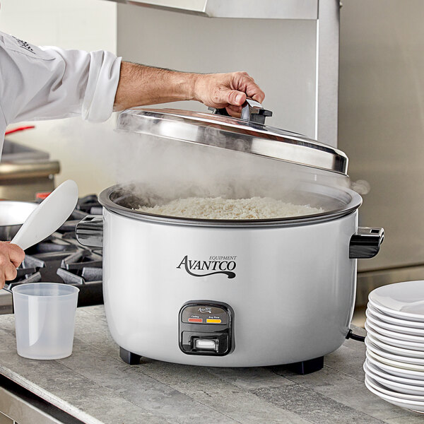 Avantco RCA90 90 Cup (45 Cup Raw) Electric Rice Cooker / Warmer - 220/240V, 2650W Main Image 4