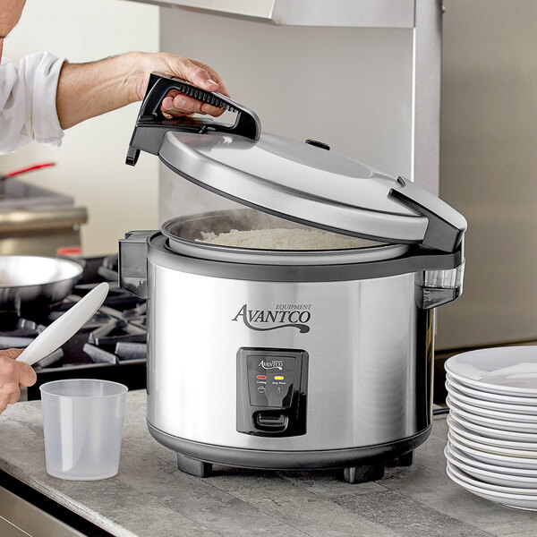 Avantco RCSA60 60 Cup (30 Cup Raw) Sealed Electric Rice Cooker / Warmer - 120V, 1550W Main Image 4