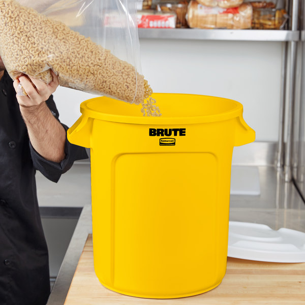 Rubbermaid FG261000YEL BRUTE Yellow 10 Gallon Trash Can