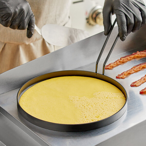 """Vigor 10"""" Non-Stick Egg Ring with Gray Coated Handle Main Image 2"""