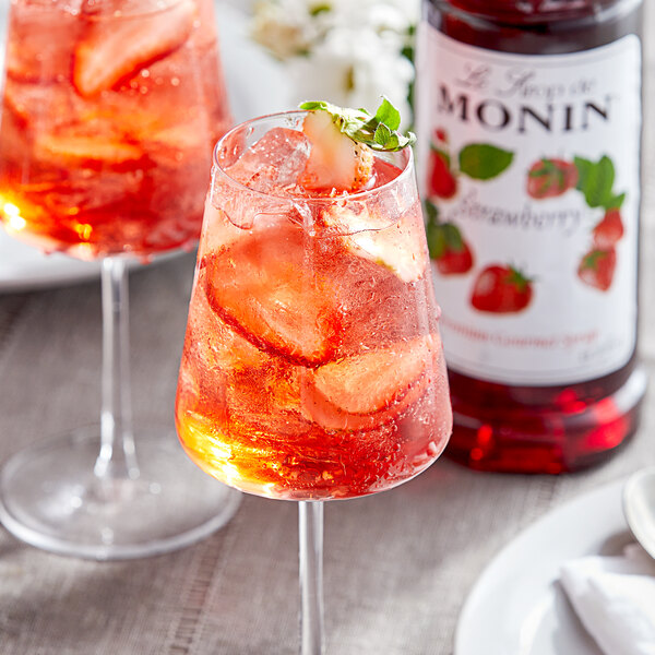 Monin 1 Liter Premium Strawberry Flavoring / Fruit Syrup Main Image 2