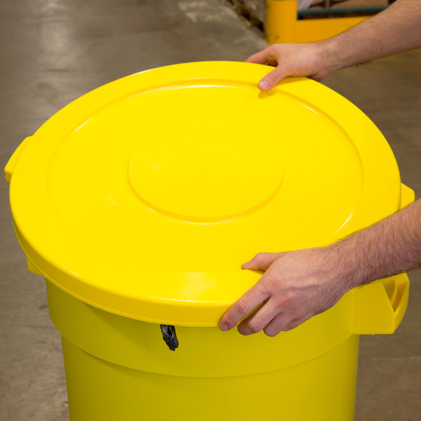 Continental 3201YW Huskee 32 Gallon Yellow Round Trash Can Lid Main Image 6