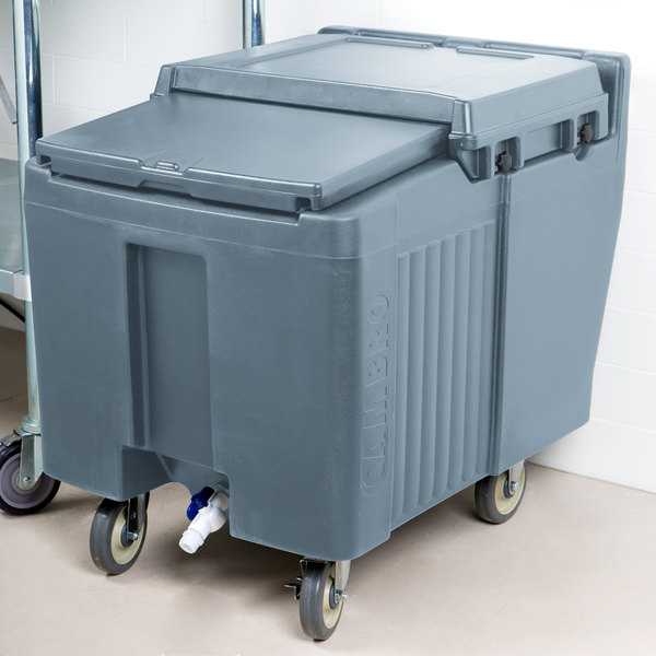 Cambro ICS125L401 SlidingLid™ Slate Blue Portable Ice Bin - 125 lb. Capacity