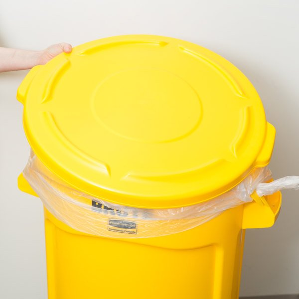 Rubbermaid FG263100YEL BRUTE Yellow 32 Gallon Trash Can Lid Main Image 6