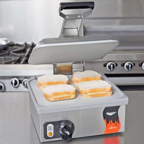 """Vollrath 40791 Smooth Top & Bottom Panini Sandwich Grill - 13 5/16"""" x 12 3/16"""" Cooking Surface - 120V, 1800W"""