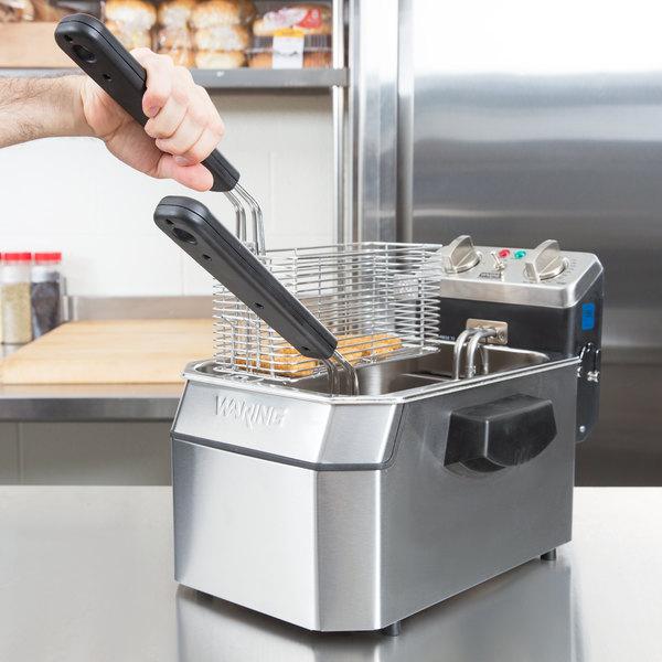 Waring WDF1000B 10 lb. Commercial Countertop Deep Fryer - 208V