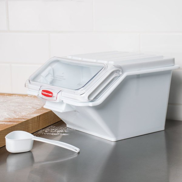 Rubbermaid FG9G6000WHT ProSave 2.6 Gallon / 40 Cup White Shelf Ingredient Storage Bin with Sliding Lid & Scoop