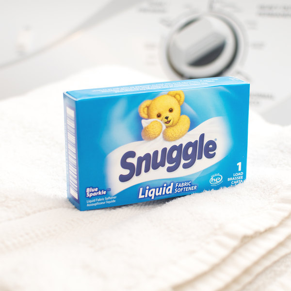 1.5 oz. Snuggle Blue Sparkle Liquid Fabric Softener Box for Coin Vending Machine - 100/Case Main Image 6