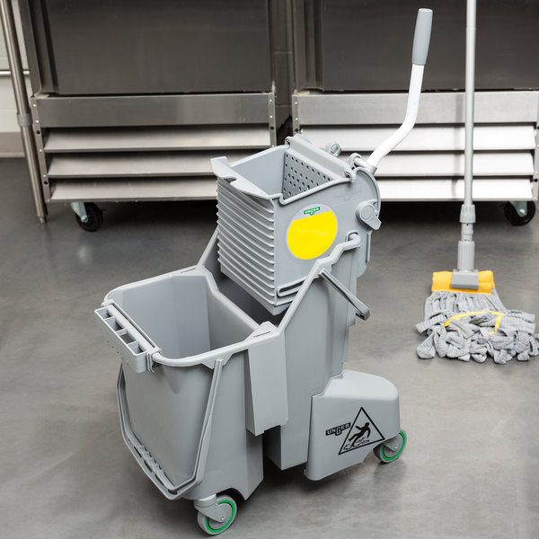 Unger COMBG 8 Gallon Gray Mop Bucket with Side-Press Wringer Main Image 12