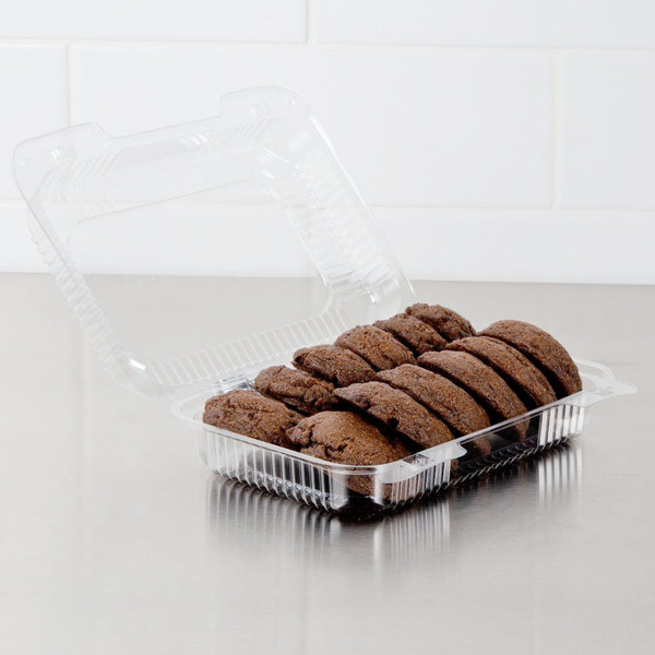 """Dart PET32UT1 StayLock 9 3/8"""" x 6 3/4"""" x 2 5/8"""" Clear Hinged PET Plastic Medium Dome Oblong Container - 250/Case"""