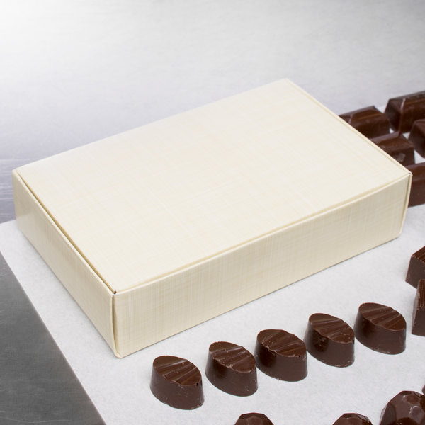 "7 1/4"" x 4 5/8"" x 1 3/4"" 1-Piece 1 1/2 lb. Gold Linen Candy Box - 250/Case"