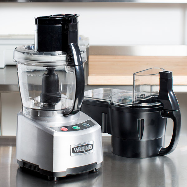 Waring WFP16SCDC Combination Continuous Feed Food Processor with 4 Qt. Bowl - 2 hp (Canadian Use Only) Main Image 4