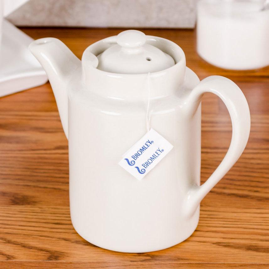 Hall China 511/22AWHA Ivory (American White) 12 oz. Washington Coffee Pot with Knob Lid - 12/Case