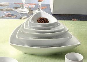 CAC SHA-T21 Sushia 46 oz. Super White Triangular Porcelain Bowl - 12/Case Main Image 1
