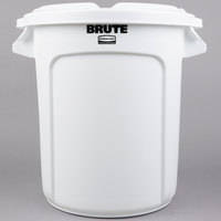 Rubbermaid BRUTE 10 Gallon White Ingredient Bin / Trash Can and Lid