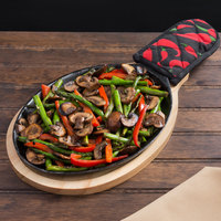 Valor 9 1/4 inch x 7 inch Oval Pre-Seasoned Cast Iron Fajita Skillet with Natural Finish Wood Underliner and Chili Pepper Cotton Handle Cover